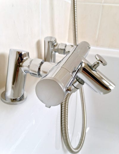Thermostatic bath:shower mixer